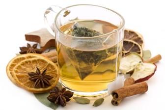 Některé bylinkové čaje pomáhají hubnout, jiné ale mohou i uškodit