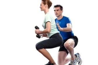 Ideální cviky na stehna jsou například dřepy - u těch můžete provádět více variant.