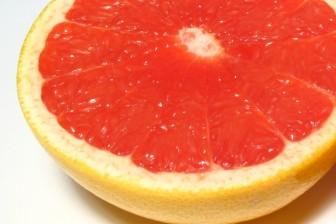 Grepy jsou nejenom skvělé osvěžení, když je horko ale pomáhají i snižovat hladinu cholesterolu a spalovat tuky.