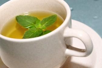Zelený čaj (s mátou) je velmi efektivní pomocník při hubnutí.