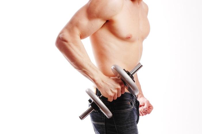 <span>Cvičení s činkami: hubnout se dá i při posilování v posilovně.</span>