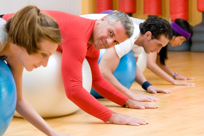 <span>Hubnout a cvičit můžete i doma, v skupině, pod dohledem trenéra, budete ale mít větší motivaci.</span>