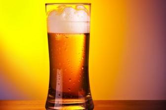 Může pivo za velké břicho u mužů? Ne, je to jen mýtus. Samotné pivo za to nemůže.