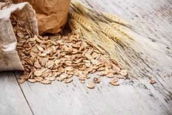 Ovesné vločky - dají sep řipravit na mnoho různých způsobů. Hodně vlákniny a málo kalorií.