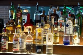 """Kalorií v alkoholu je opravdu hodně, navíc to jsou jen """"prázdné"""" kalorie, které tělu nedávají žádné živiny."""