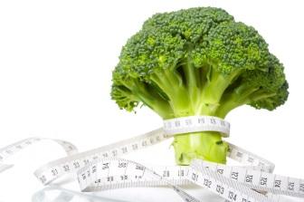 Brokolice patří mezi nízkokalorické potraviny, ve 100 gramech má jen 33 kcal (138 KJ).