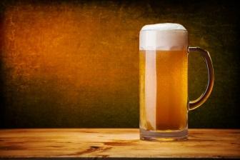 Pivo sice nemá etrémě vysoký obsah kalorií, ale díky zýšené chuti k jídlu se pivo výrazně podílí na růstu váhy.
