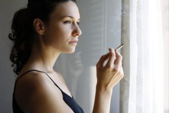 Cigarety sice potlačují chuť k jídlu a zrychlují metabolismus = mohou snížit vaši váhu. Je to ale opravdu ta správná cesta jak zhubnout?