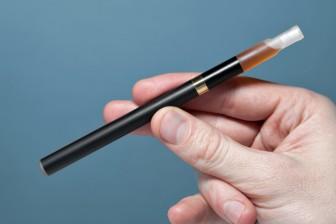 Způsobů, jak přestat kouřit je hodně - pomáhají i nikotinové náplati, žvýkačky nebo můžete zkusit elektronickou cigaretu