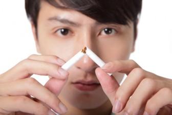 Zapálená cigareta není příliš dobrý způsob jak zhubnout.