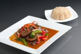 Ze sóji je možné připravit celou řadu receptů, ve kterých sója slouží jako náhrada živočišných bílkovin (tedy masa).
