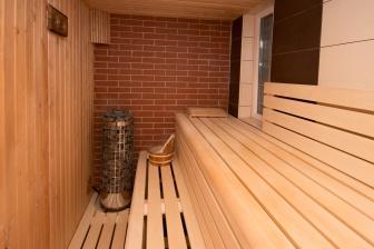 Sauna pomáhá uvolnit svaly a působí jako antistresový faktor.