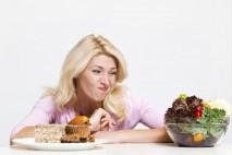 1 kilogram tělesného tuku odpovídá přibližně 7000 kalorií (kcal). Takže na to abyste zhubli o jedno kilo, musíte někde ušetřit právě takové množství kalorií.