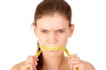 Nepravidelné stravování je špatné hned z několika důvodů. Jedním z nich je i to, že když vynecháte snídani, nebo oběd, v době dalšího jídla už máte zpravidla příliš velký hlad.