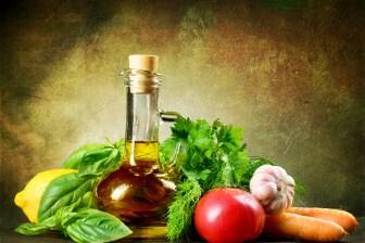 """Pokud chcete zhubnout, tak aby výsledkem vaší snahy bylo dlouhodobé snížení váhy, pak zapomeňte na všechny """"hladové"""" diety."""