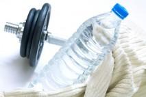 """Základem správného pitného režimu je průběžné doplňování tekutin. Ten, kdo si myslí, že v letním horku do sebe dvakrát denně """"nalije"""" litr vody, a má tím """"vystaráno"""" se plete"""