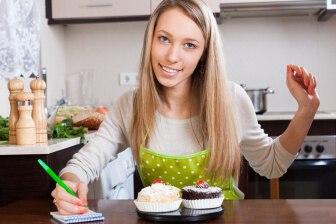 Užitečným pomocníkem pro počítání kalorií a následné snižování množství kalorií je jakýkoliv poznámkový blok, nebo deníček a tužka.