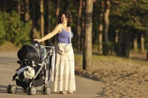 V době po porodu tak velká část nadbytečné váhy zmizí přirozeně, sama. A také, už samotné kojení, představuje poměrně zásadní kalorický výdej