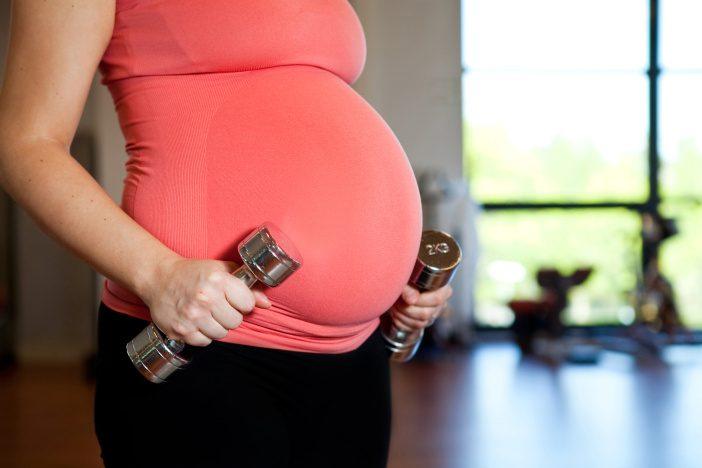 <span>To, že byste měla během těhotenství jíst za dva, je pochopitelně jen mýtus. </span>