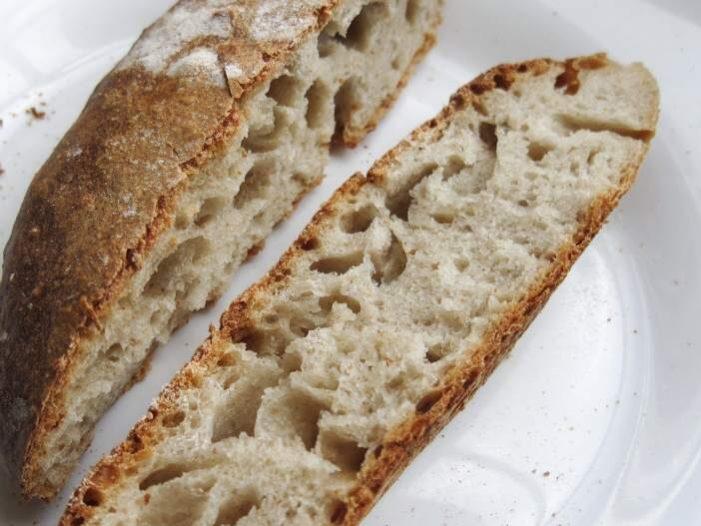 <span>Lepek se nachází v pšenici, v ječmenu a v jiných obilovinách – tedy pšeničná mouka, pečivo z pšeničné mouky, těstoviny, sušenky, aj.</span>