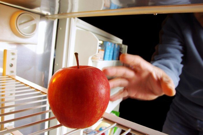 <span>Na omezení chuti k jídlu je dobré snít třeba jablko. Nebo si dát pár kousků zeleniny – třeba mrkev.</span>
