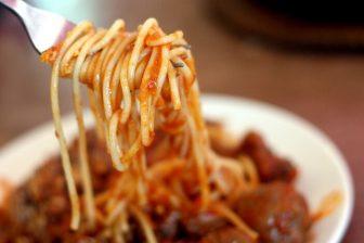 """Hotová jídla z těstovin jsou zpravidla méně kalorická než klasické """"hotovky"""". Hodně ale záleží, s čím tyto těstoviny budou."""