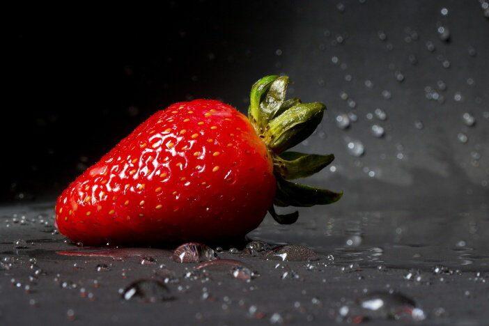 Obsah vitamínu C v jahodách je srovnatelný s obsahem vitamínu C v citrusových plodech. Podle odrůdy, může jahoda obsahovat od 40 do 90 mg vitamínu C na 100 gramů ovoce.