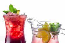 Během letních veder se snažte hodně pít. A nejde jen o množství, ale i o správný výběr tekutin.
