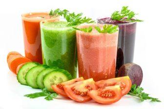 Tato rychlá redukční dieta začíná jednodenní detoxikační kůrou. Během ní pijete zeleninovou nebo ovocnou šťávu naředěnou s vodou v poměru 1:1.