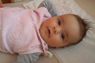 Zhruba okolo jednoho roku dítěte se začíná měnit barva očí.