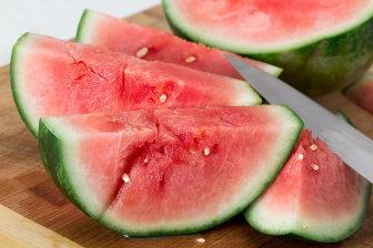 I když bývá meloun automaticky považován za ovoce, z botanického hlediska se jedná o zeleninu.