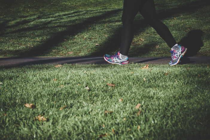 <span>V této kalkulačce si můžete spočítat, kolik kalorií spálíte při chůzi. Chození je ideální aktivita, abyste začali hubnout. Chodit může každý, i ten kdo má nadváhu. Abyste při chození spalovali především tuky, je potřeba chodit na delší procházky svižným tempem.</span>