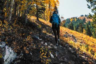 Abyste při chůzi spalovali tuky, pak je nutné chodit delší dobu v kuse a také vyšší rychlostí (svižnější nebo rychlejší chůze).