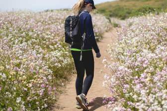Pokud se snažíte zhubnout, pak je dobré chodit na delší procházky. Ideálně na jednu hodinu, každý den.