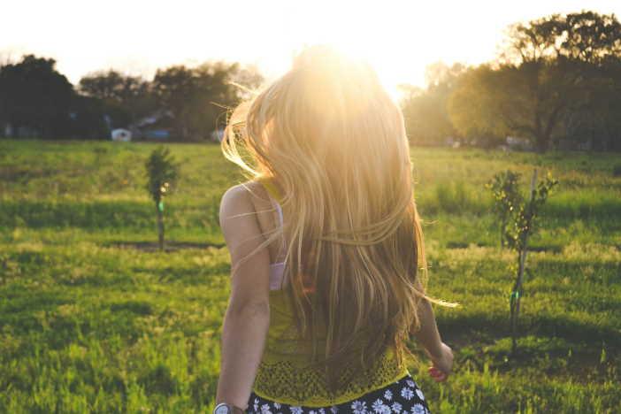 <span>Tělo dospívajících prochází celou řadou změn. Zvláště u dívek se během puberty zvyšuje množství podkožního tuku. To je ale součástí přirozených, fyziologických procesů. Při hubnutí v 15 letech byste se měli vyhýbat hladovění nebo nízkokalorickým dietám. Ty by vám mohly jenom uškodit.</span>