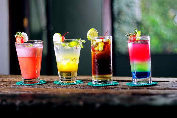 <span>Pro výpočet množství alkoholu v různých nápojích (pivo, víno, tvrdý alkohol, apod.), můžete použít tuto kalkulačku. Podle objemu a procentního obsahu alkoholu v nápoji, si můžete snadno porovnat, kolik alkoholu je v nich obsaženo. Třeba pivo často obsahuje více alkoholu než jeden panák tvrdého.</span>